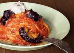茄子とリコッタチーズのトマトソースパスタ